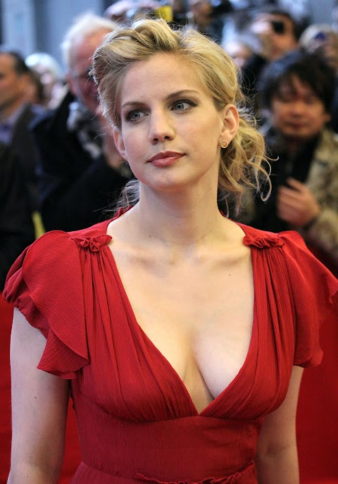Anna Chlumsky Sexy - Hot 12 Pics   Beautiful, Sexiest