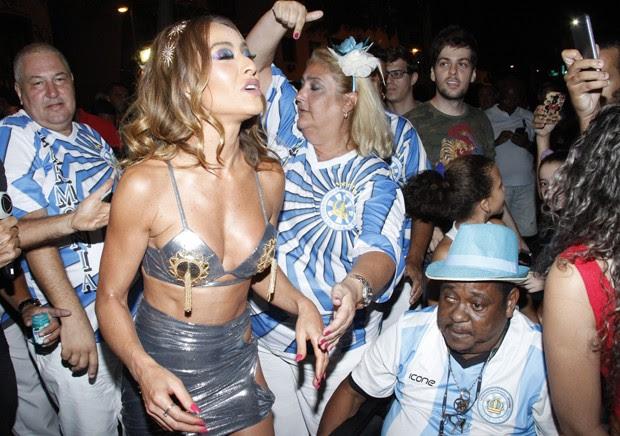 Sabrina Sato no ensaio da Vila (Foto: Marcos Ferreira/Brazil News)