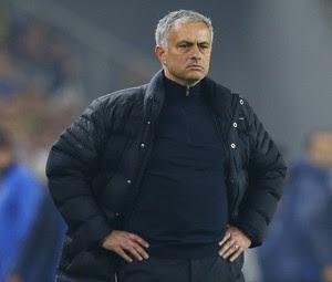 José Mourinho no jogo Fenerbahçe x Manchester United (Foto: Reuters / Murad Sezer)