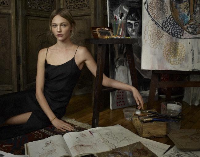 diafano: Sasha Pivovarova en la revista Elle en París septiembre de 2010.