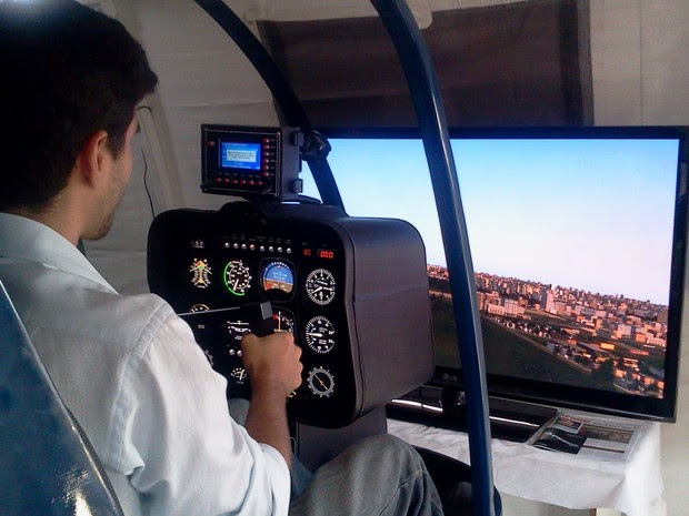 O simulador de voo em helicóptero da e-Fly (Foto: Lilian Quaino/G1)