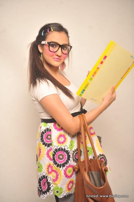 Allana Amir sebagai Ayu Raihana
