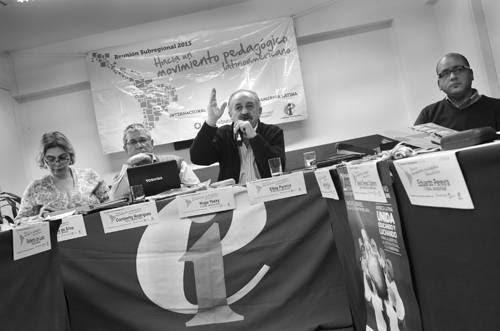 Hugo Yasky, presidente del comité regional de la Internacional de la Educación para América Latina y secretario general de la CTA de Argentina, hace uso de la palabra durante el encuentro realizado ayer. / Foto: Pablo Vignali