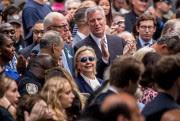 Accompagnée du sénateur de l'État de New York... (Photo Andrew Harnik, Associated Press) - image 1.0
