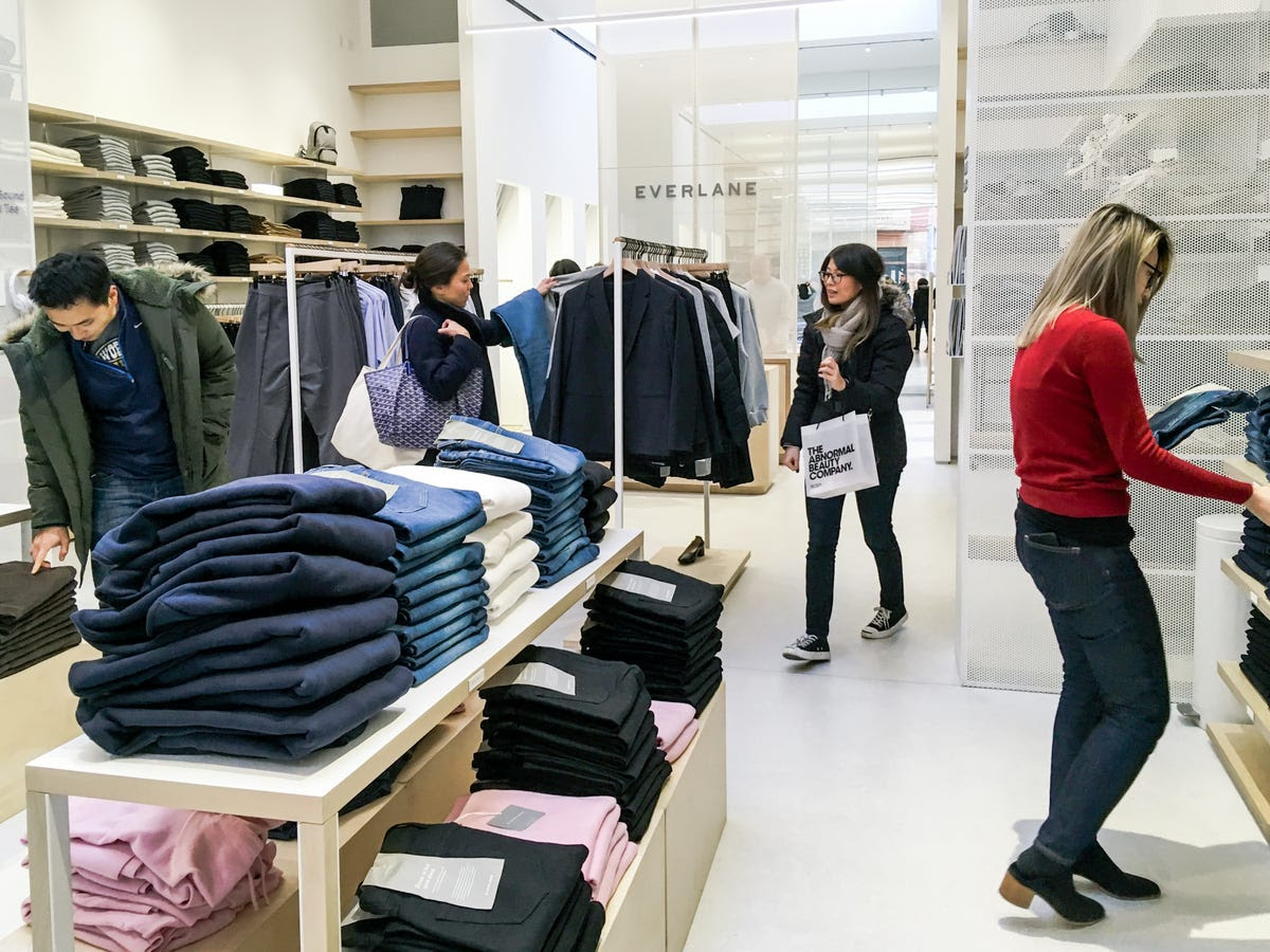 what it's like to shop at everlane's store in nyc