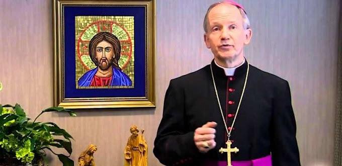Obispo Católico bajo ataque de colectivos LGTBI por negar comunión y funerales cristianos a homosexuales que no viven en castidad
