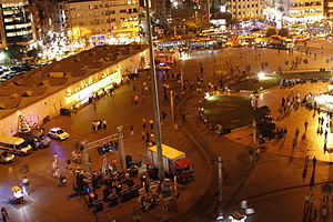 Português: Vista da Praça Taksim à noite
