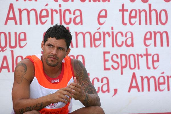 O atacante Rico, que já teve passagens pelo São Paulo e Grêmio, foi um dos contratados do América para a atual temporada e é uma das armas na disputa