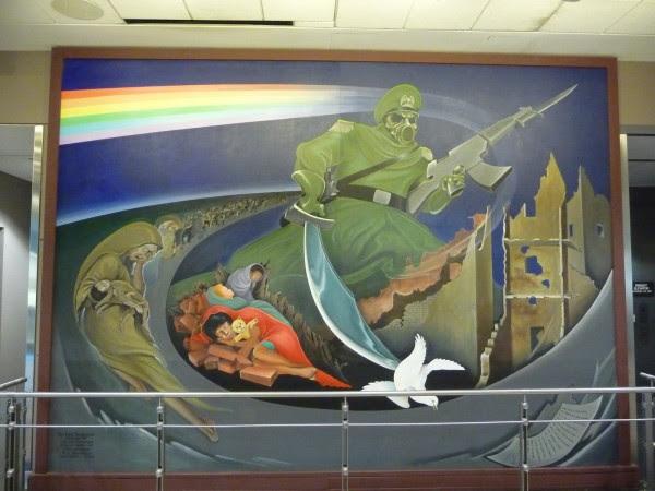 p1000395 Mensagens e símbolos sinistros no Aeroporto