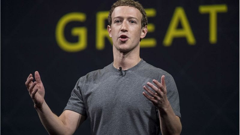 Mark Zuckerberg com camiseta cinza