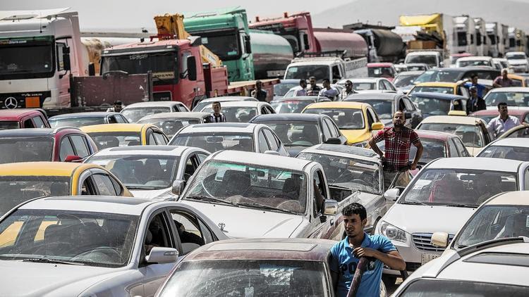 Iraqis flee Mosul