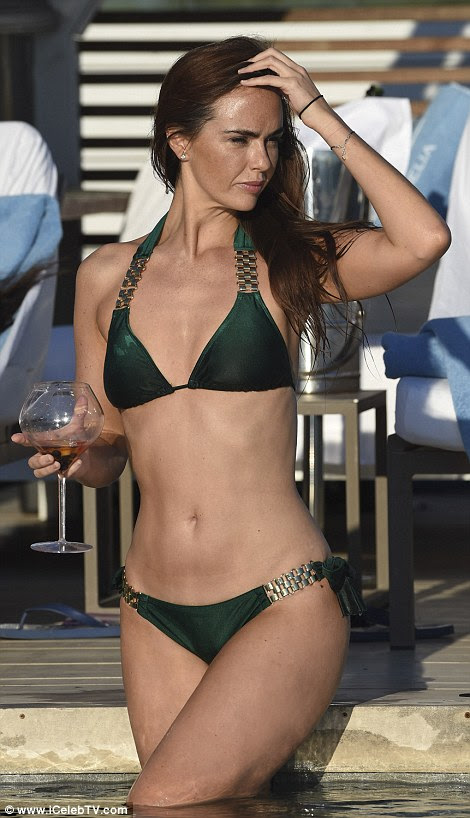 Abs-olutely fabulous! Jennifer's impeccably toned stomach was on display as she emerged from a refreshing dip