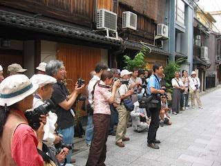 The paparazzi awaiting a Geisha's debut
