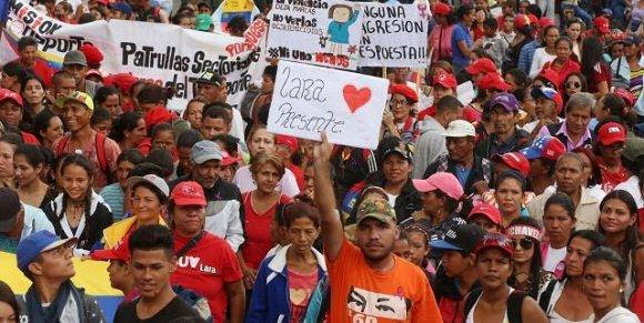 Venezolanos tomas las calles de Caracas en apoyo a la Revolución Bolivariana. Foto: AVN.