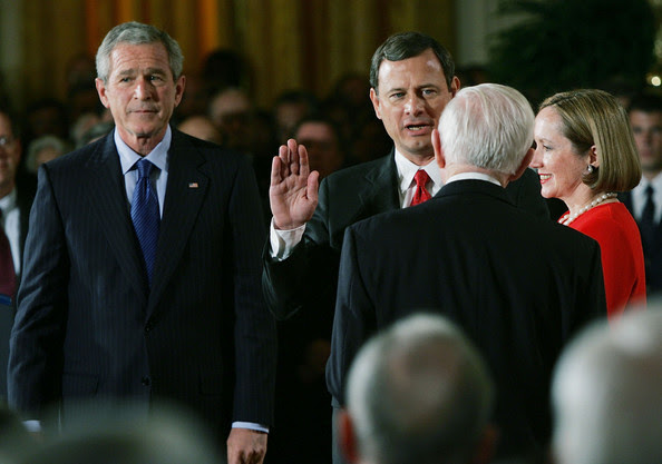 http://www2.pictures.gi.zimbio.com/New+Chief+Justice+John+Roberts+Sworn+0J14pc_Kw-Bl.jpg