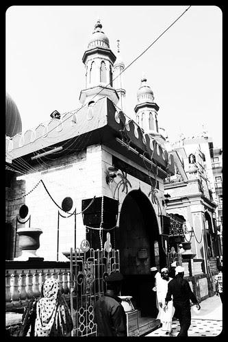 Makhdhoom Shah Baba Dargah Mahim by firoze shakir photographerno1