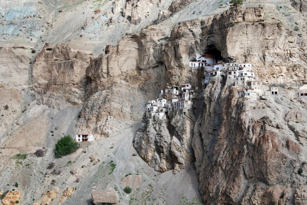 O enigmático Monastério de Phugtal, na Índia 04