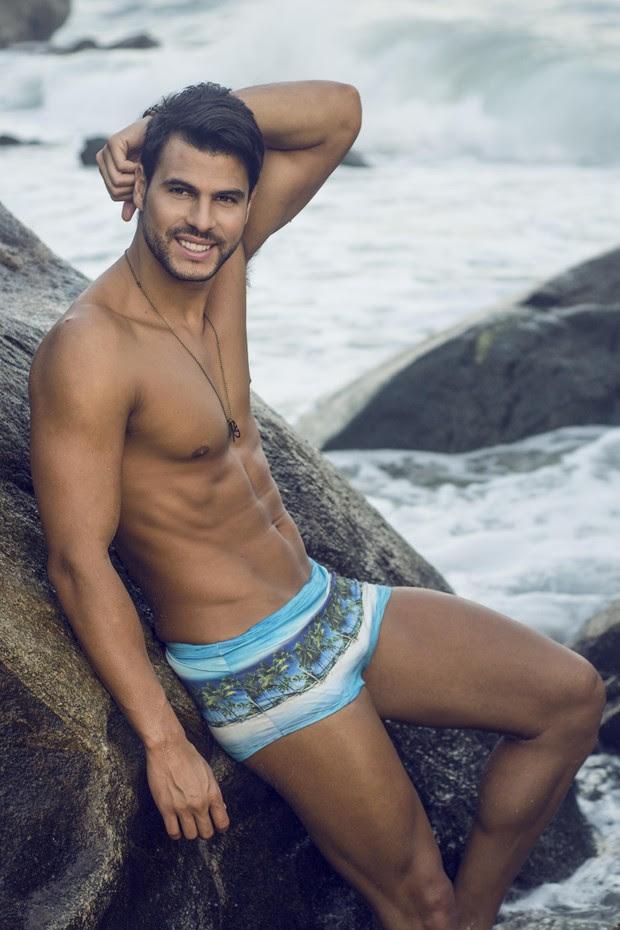 Marcelo Bimbi posa para marca moda praia (Foto: João Valentino/ RL Assessoria)