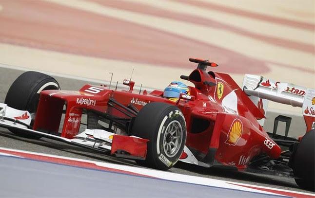 Fernando Alonso espera a los tiempos de la clasificación | Foto: AFP