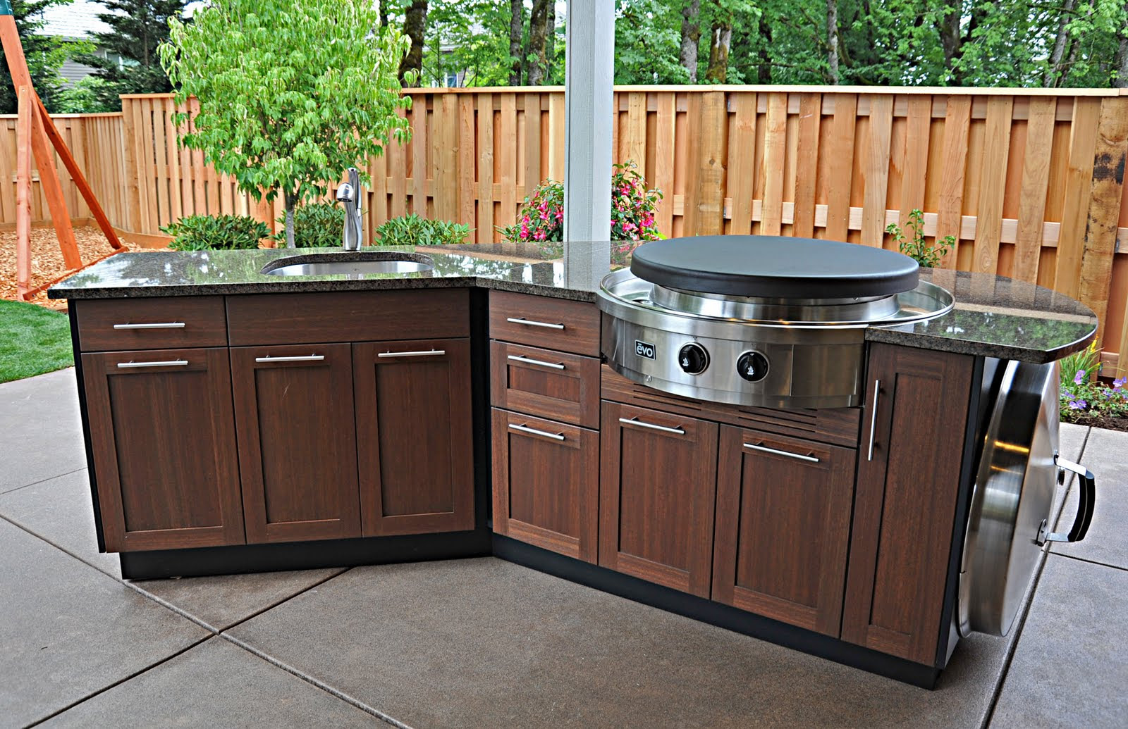 Outdoor Kitchen Layout - How to Welcome the Christmas ...
