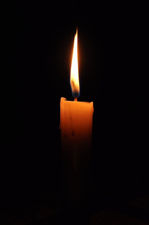 http://upload.wikimedia.org/wikipedia/commons/thumb/4/4b/Candle.jpg/512px-Candle.jpg