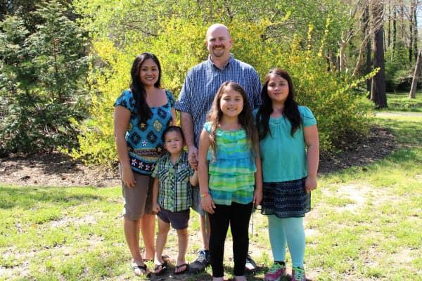 Família de 5 que aposentou antes dos 40 com $1 milhão conta os segredos