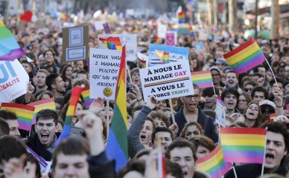 Εγκρίθηκαν οι ομοφυλοφιλικοί γάμοι στη Γαλλία