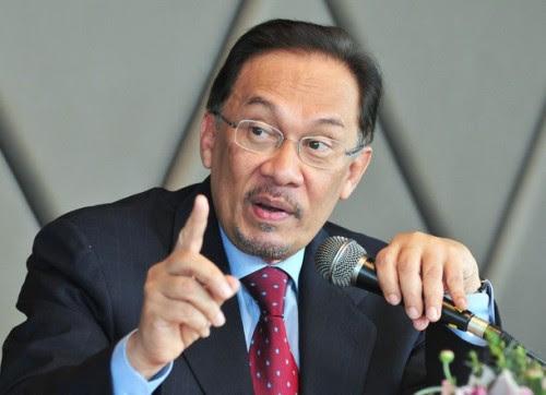 Pada pendapat saya adalah lebih baik beliau berdebat secara terbuka kerana ini dapat mengurangkan media Umno-Barisan Nasional (BN) salah tafsir dan membuat fitnah terhadap kenyataan-kenyataan beliau (Nik Aziz) - DSAI