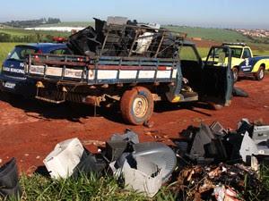 Pai e filho usavam caminhonete para descartar produtos em terreno de Paulínia  (Foto: Guarda Municipal de Paulínia)