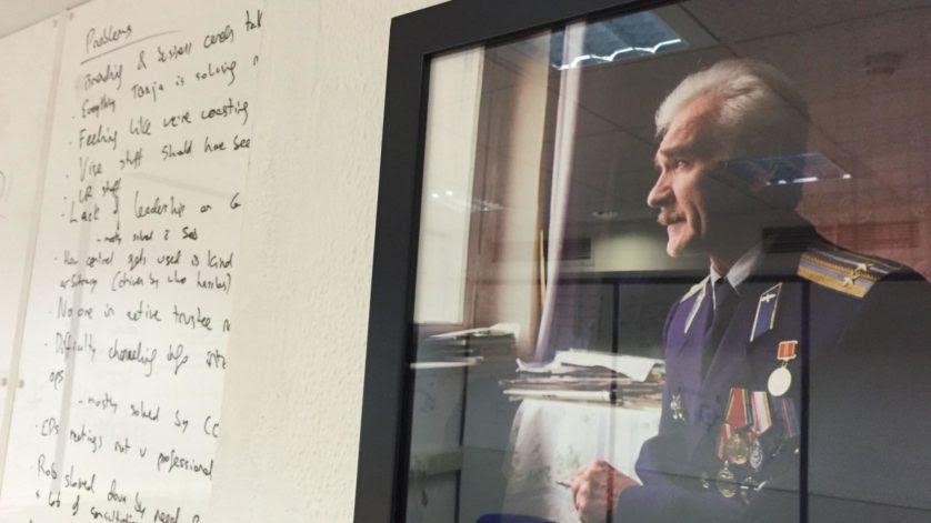 Retrato de Stanislav Petrov na sala de Oxford