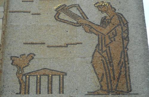 particolare di mosaico di Virgilio Milani con tessere oro, Rovigo
