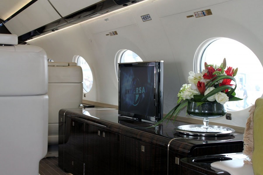 AD-Step-Inside-Rupert-Murdoch's-Luxurious-$84-Million-Private-Jet-06