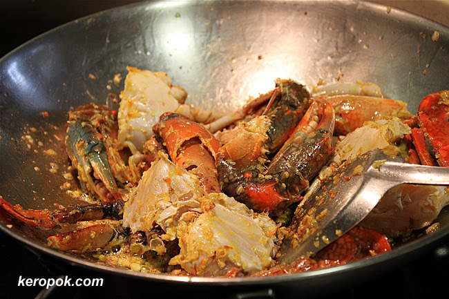 Cooking the garlic butter crabs.