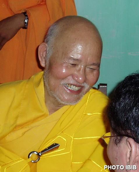 Đức Tăng Thống Thích Quảng Độ trả lời phóng viên Hãng thông tấn Kyodo - Photo PTTPGQT