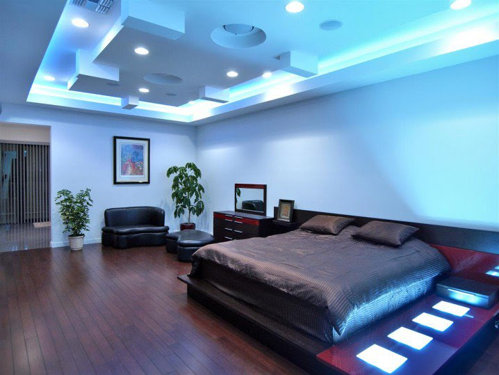 2-elegant-modern-bedroom-decor-futuristic-smart-light-blue-ceiling