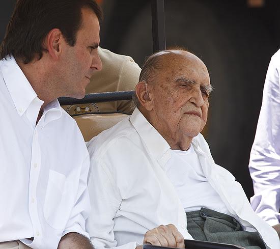 Oscar Niemeyer visita o Sambódromo ao lado do prefeito do Rio, Eduardo Paes, em fevereiro deste ano