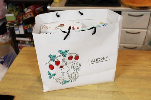 かわいいイラストパッケージイチゴのお菓子がたくさんaudrey