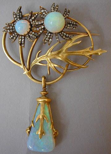 008 Broche de crisantermos con colgante-Lalique 1898-1899-© Les Arts Décoratifs