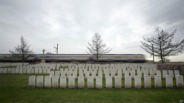 Cemitério da Primeira Guerra Mundial em Ieper, na Bélgica (AP)