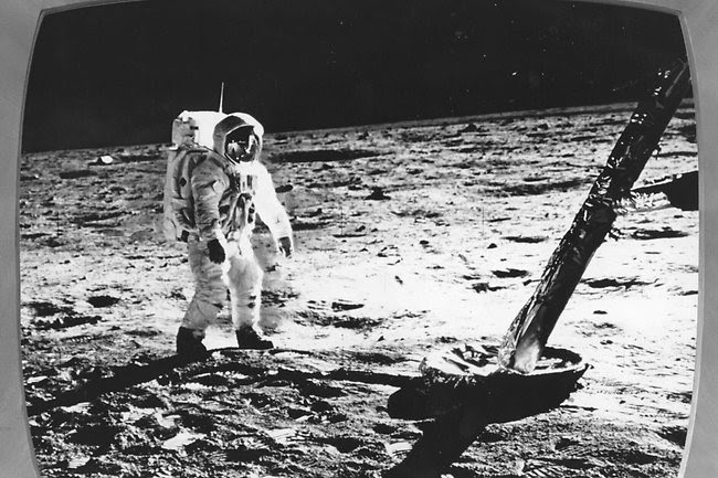 http://resources0.news.com.au/images/2012/08/26/1226458/184432-neil-armstrong.jpg