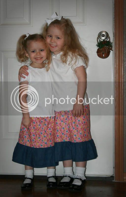 Girlsinnewskirts.jpg picture by Dielledl