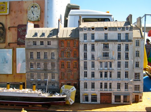 Tiny Parisian Neighborhood-ALAMEDA