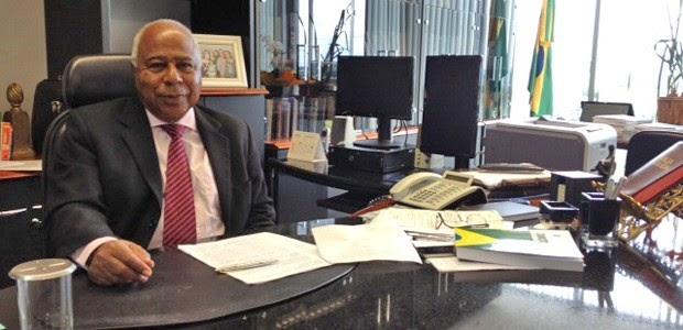 Sociedade brasileira é 'racista', afirma futuro presidente negro do TST