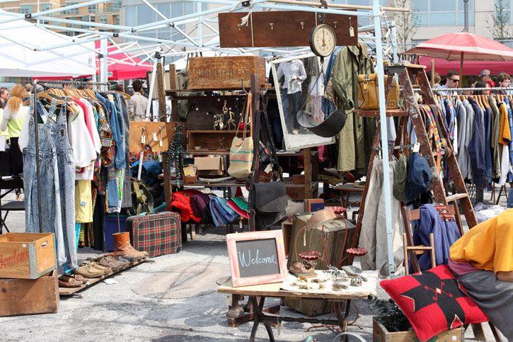 williamsburg / brooklyn flea market. amazing!!! the vintage stuff here. I die.
