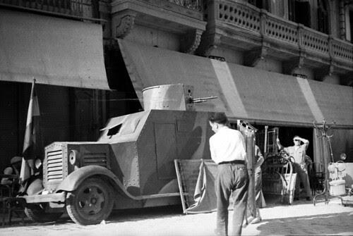 Carro de Combate modelo Bilbao en la Plaza de Zocodover de Toledo en 1936. Fondo del Estudio Fotográfico Alfonso. Archivo General de la Administración. Ministerio de Cultura