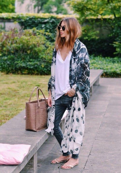 Jeans, kimono, white tee, tote.
