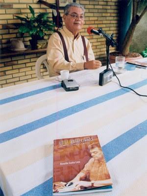 Ronaldo Cunha Lima no lançamento do seu livro 'Eu nas Entrelinhas', em 2004 (Foto: Arquivo/Jornal da Paraíba)