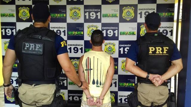 Suspeito foi preso num ônibus que seguia para Maceió