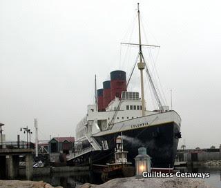columbia-boat-disneyland-japan.jpg