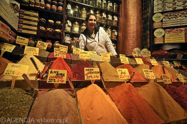 Turcja, Stambuł, bazar z przyprawami w dzielnicy Sulthanahmet